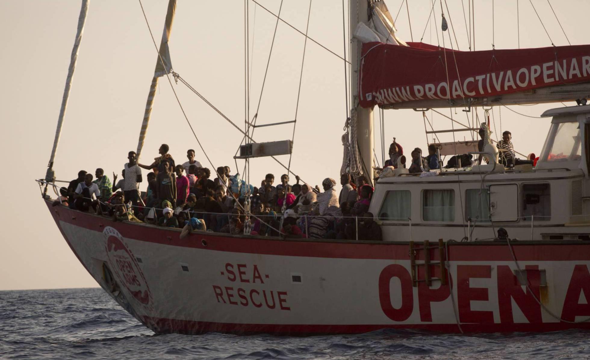 """""""Open Arms"""", ein ziviles Rettungsschiff, im Mittelmeer gestrandet"""
