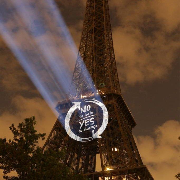 Il nostro simbolo di speranza proiettato a Parigi la sera del 19 maggio