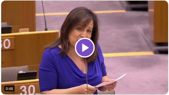 Screenshot of Iratxe Garcia Perez speaking, play button in center