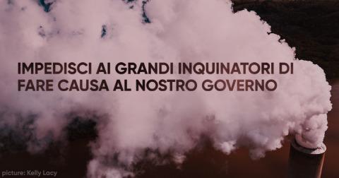 Nuvola di fumo con parole viola sopra, dicendo: Stop ai grandi inquinatori dal citare in giudizio i nostri governi