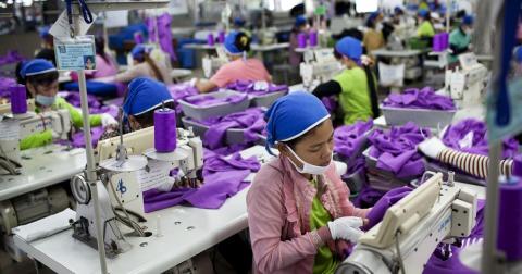 Pracownicy w całym łańcuchu dostaw H&M ciężko pracują bez godnego wynagrodzenia.